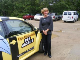 Arts - trisha smith with beemobile